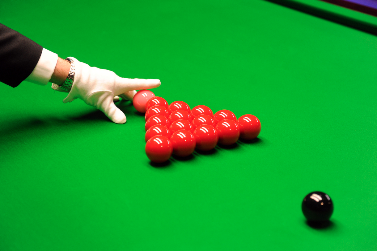 How to rack in snooker